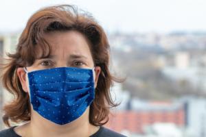 Woman wearing facemark